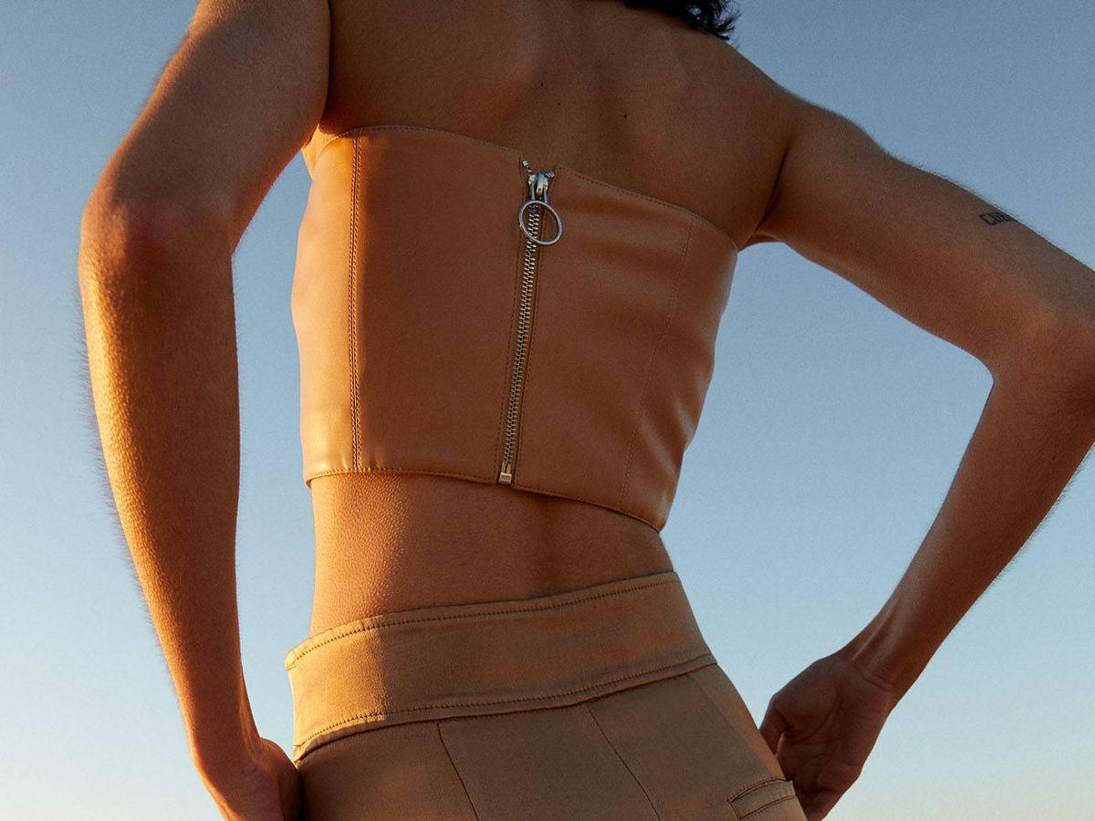 Foto: Pantalón de lino satinado de Sfera. (Cortesía)
