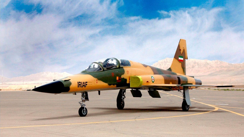 Vista del Kowsar, el primer avión de combate fabricado y diseñado en Irán. (Foto: EFE)