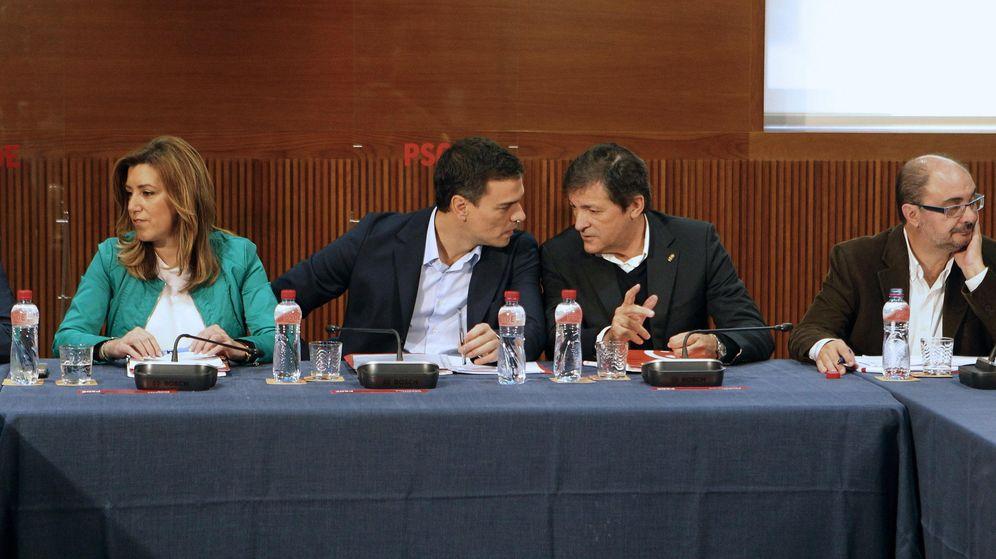 Foto: Susana Díaz, Pedro Sánchez y Javier Fernández en el Consejo Político Federal. (EFE)