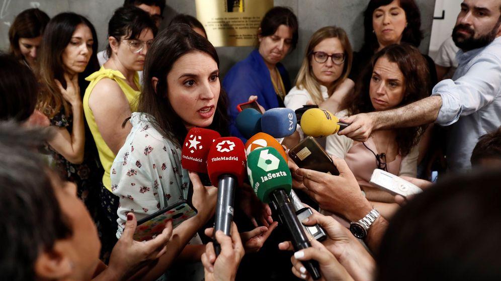 Foto: Irene Montero ante los medios de comunicación en el Congreso de Diputados. (EFE)