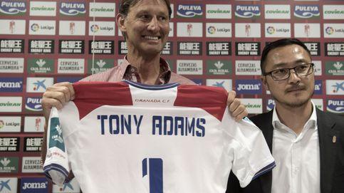 Tony Adams avisa al plantel del Granada: Patearé el culo a los jugadores