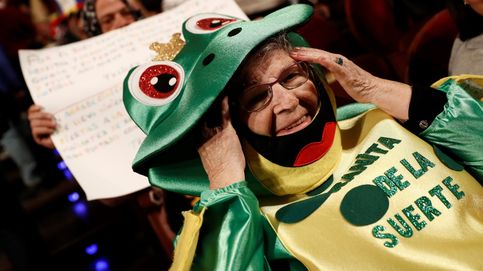 El Sorteo de la Lotería de Navidad, en fotos: de los disfraces del Teatro Real a los premiados