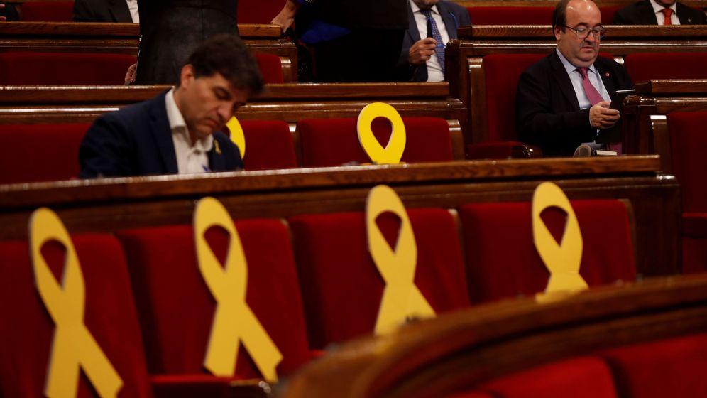 Foto: El primer secretario del PSC, Miquel Iceta, durante el pleno del Parlament de Cataluña. (EFE)