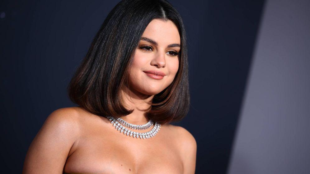 Foto: Selena Gomez, en su penúltimo cambio de look en los American Music Awards. (Getty)