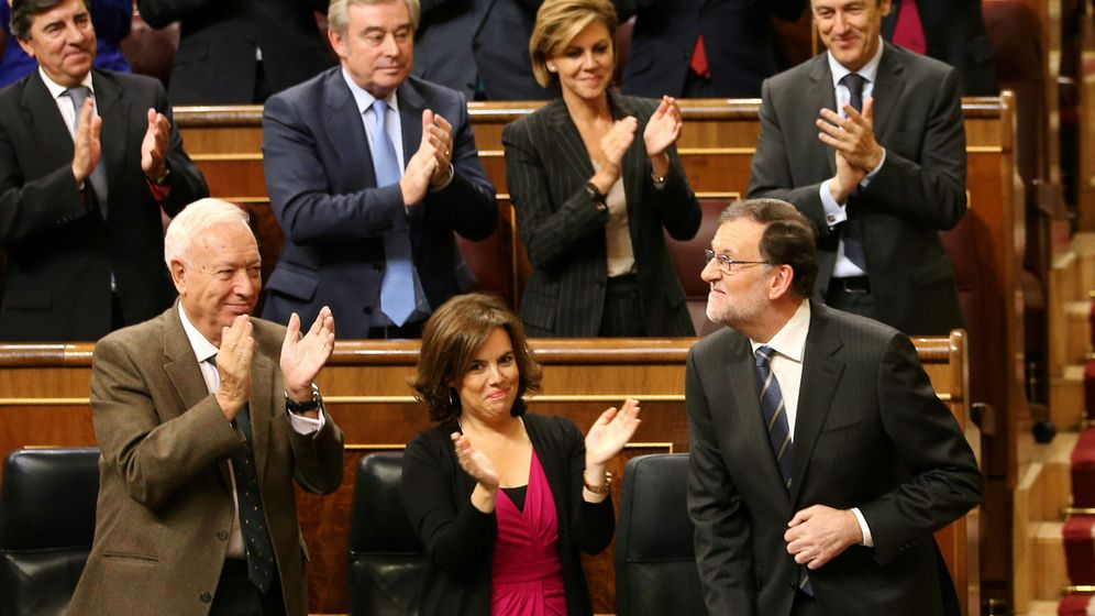 Foto: Rajoy es aplaudido por su grupo parlamentario tras su intervención. (Reuters)