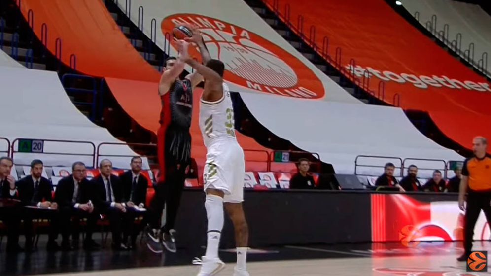 Foto: El Olimpia cubrió las gradas con lonas para que el aspecto no fuera tan desolador (Foto: YouTube)