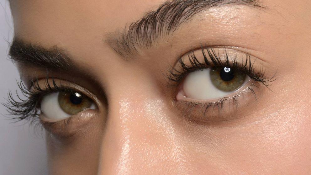 Esta mascarilla nocturna de ojos hidrata y borra los signos de fatiga de la piel