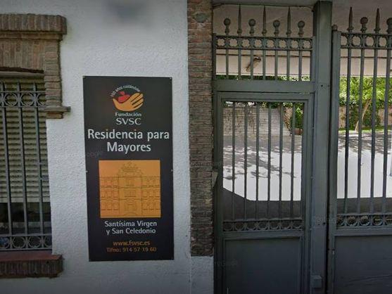 Puerta de la residencia