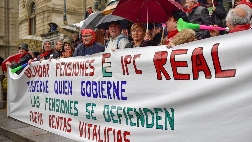 Foto: Manifestación de pensionistas por la revalorización con el IPC real. (EFE)