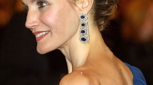 Embrollo de firmas con el vestido azul de Doña Letizia