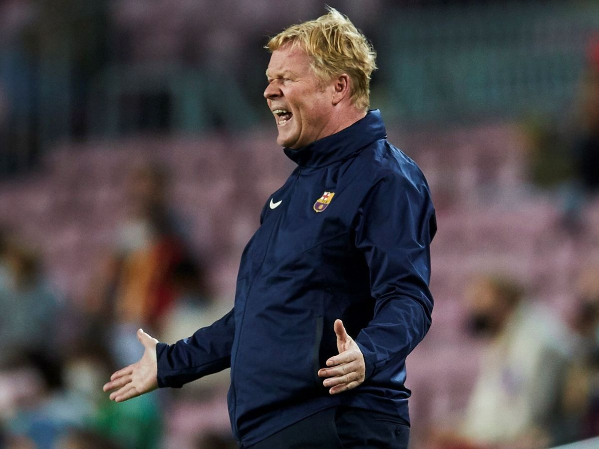 Foto: Koeman, durante el partido del FC Barcelona contra el Granada. (EFE)