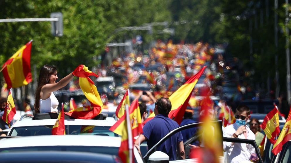 Vox capitaliza el rechazo a Pedro Sánchez entre bocinazos y banderas de España