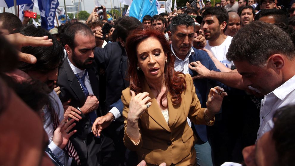 Cristina Kirchner, procesada por adjudicaciones ilícitas de obras públicas
