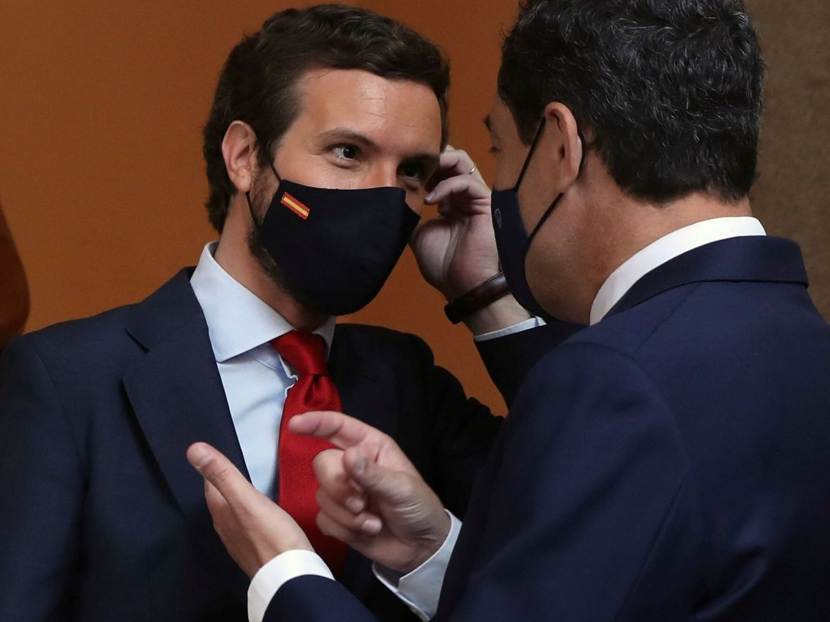 Foto: El presidente de Andalucía, Juanma Moreno (d), y el líder del PP, Pablo Casado. (EFE)