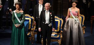 Post de Premios Nobel: Victoria de Suecia, con un vestido de su madre, y Sofía, de rojo pasión