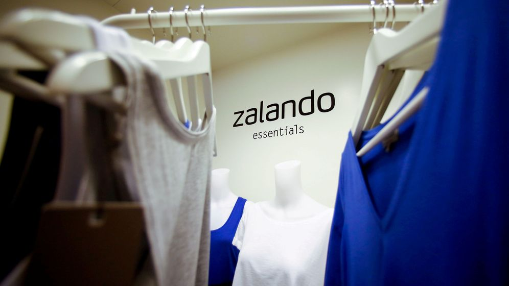 Foto: File photo: a zalando logo printed on a wall is seen in a showroom of the fashion retailer zalando in berlin