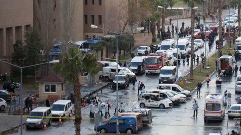 Dos muertos tras la explosión de un coche bomba en la ciudad turca de Izmir