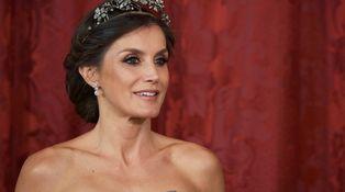 ¡Por fin!  Letizia rescata uno de sus míticos vestidos en la cena de gala con Perú