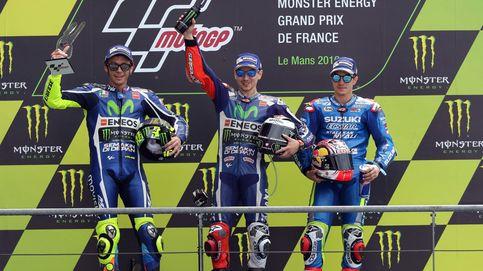 Pasado, presente y futuro (de Yamaha) sobre el podio de Le Mans