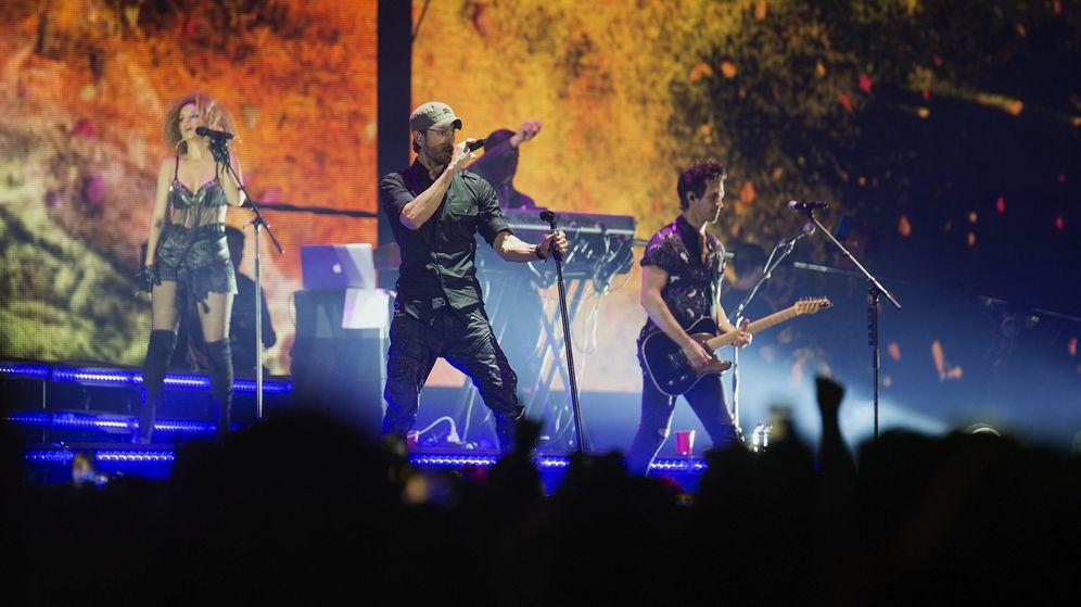 Foto:  El cantante Enrique Iglesias, en un momento del concierto que ha ofrecio en Santander. (EFE)