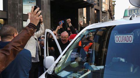 Los taxistas madrileños votan a favor de ir a la huelga indefinida y sabotearán Fitur