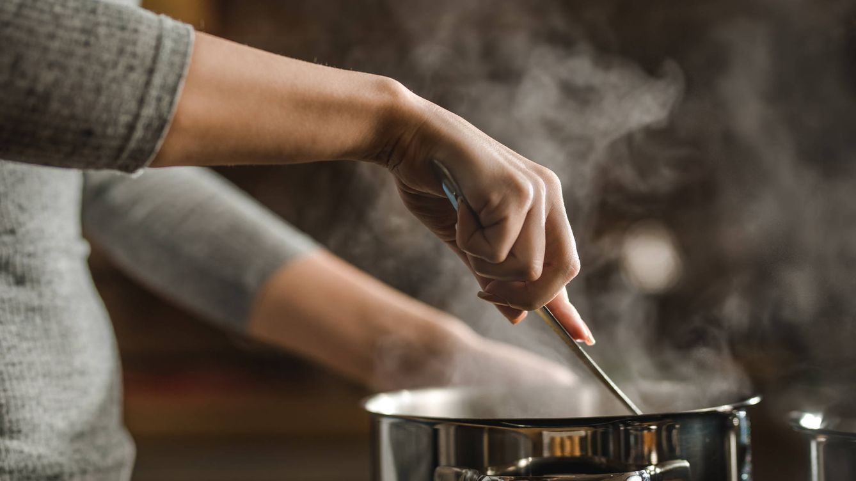 Foto: Elabora tus sopas con verduras, pollo o pescado (Fuente: iStock)
