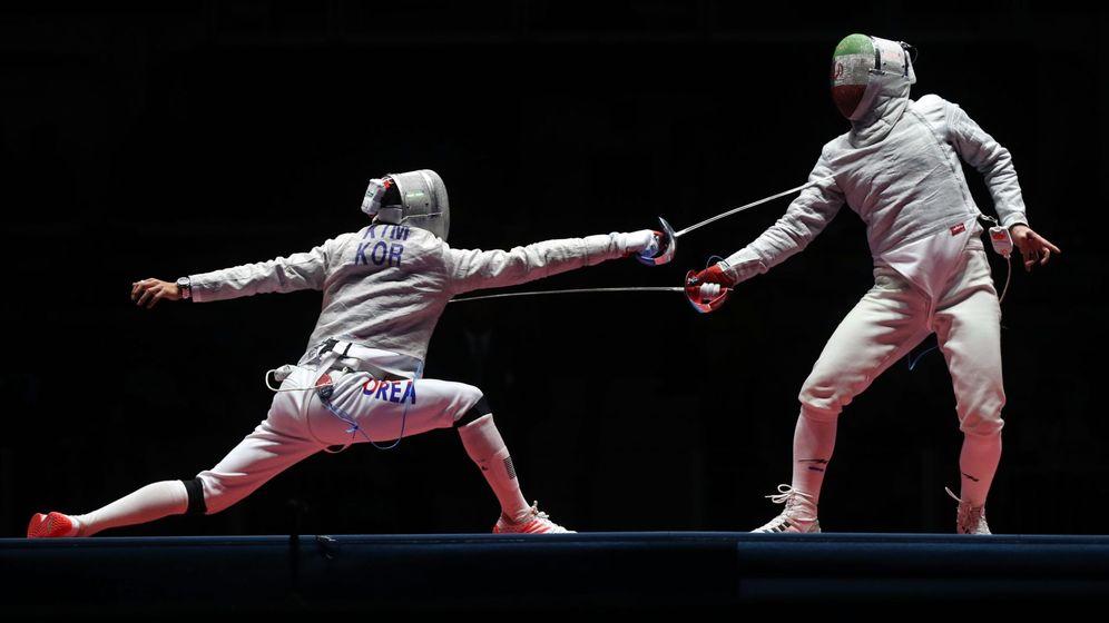 Foto: El tirador surcoreano y el iraní luchan por la medalla de bronce en los Juegos Olímpicos. (EFE)