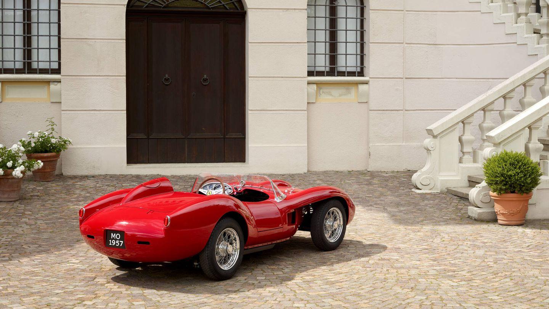 Los neumáticos son Pirelli Cinturato y los frenos se han modernizado: discos Brembo en vez de los tambores originales.
