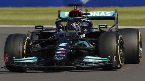 Verstappen aprovecha la mala salida de Hamilton y empezará como líder la carrera