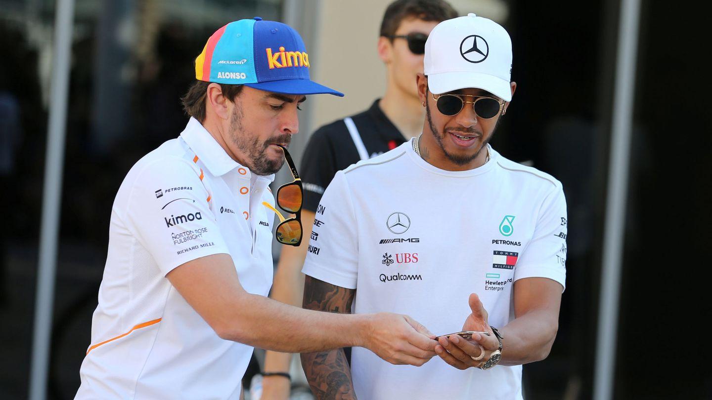 Alonso y Hamilton este jueves en Abu Dabi. (Reuters)