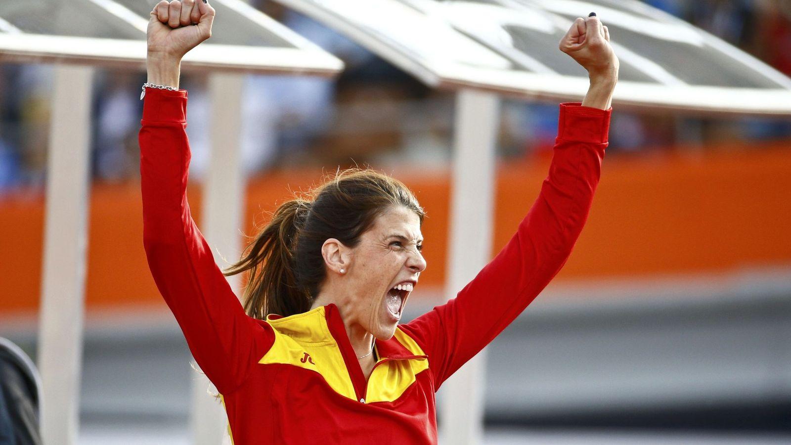 Foto: Ruth Beitia, tras conseguir su medalla (EFE)