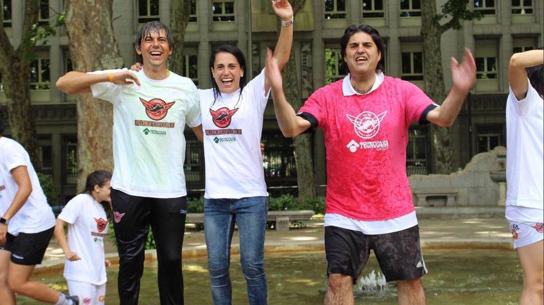 Ana Rosell, celebrando el ascenso junto a David Aznar (i) y Lolo Merino (d). (@arosell10)