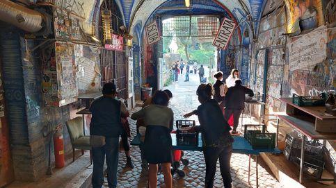 La nueva pobreza italiana: señoras de clase media pidiendo comida a los okupas