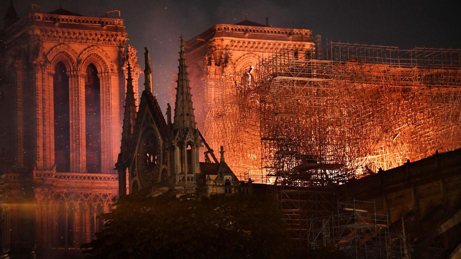 """Última hora sobre el incendio de Notre-Dame en París   """"La estructura está a salvo"""""""