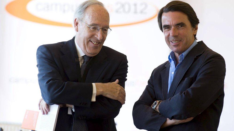 Foto: Manuel Pizarro (i) junto a José María Aznar, presidente de FAES. (EFE)