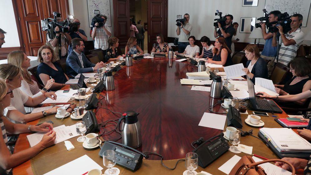 Foto: Una reunión de la Subcomisión del Congreso que ha puesto las bases para el Pacto de Estado. (EFE)