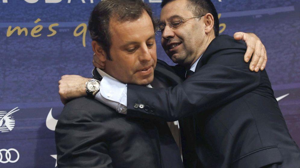 Foto: El presidente del FC Barcelona, Josep Maria Bartomeu, y su predecesor en el cargo, Sandro Rosell. (EFE)