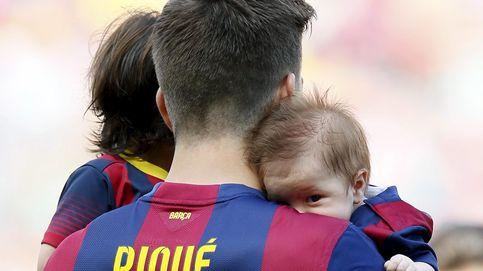 Sasha Piqué cumple seis meses chutando su primer balón de fútbol