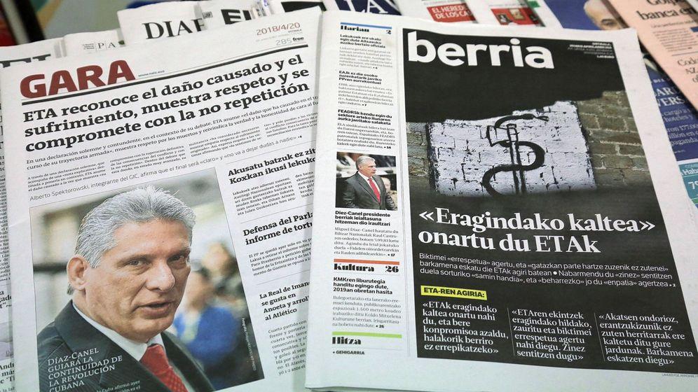 Foto: Los diarios 'Gara' y 'Berria', en un quiosco de prensa. (EFE)