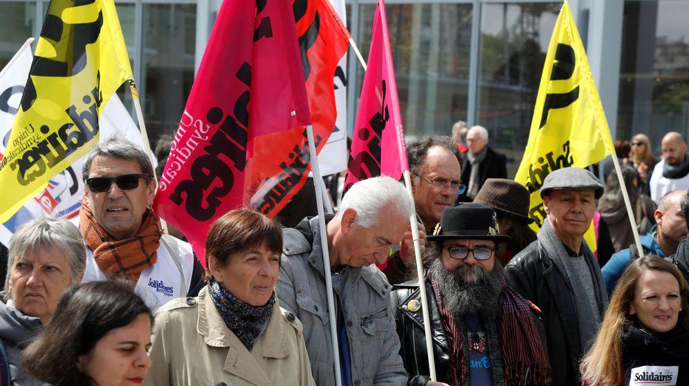 Foto: Sindicatos franceses se manifiestan en el juicio por los sucidios en France Telecom. (Reuters)