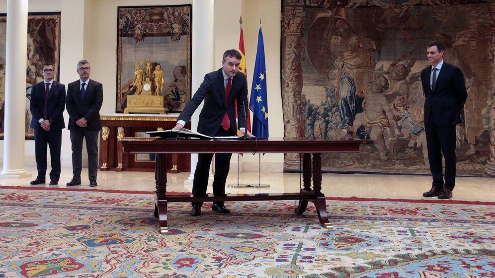 Foto: Iván Redondo promete su cargo como director de Gabinete del presidente del Gobierno, secretario de Estado de Comunicación, en presencia de Pedro Sánchez. (Moncloa)