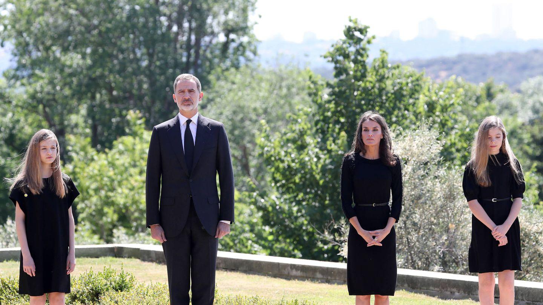 La familia real, en los jardines del palacio de la Zarzuela. (Limited Pictures)