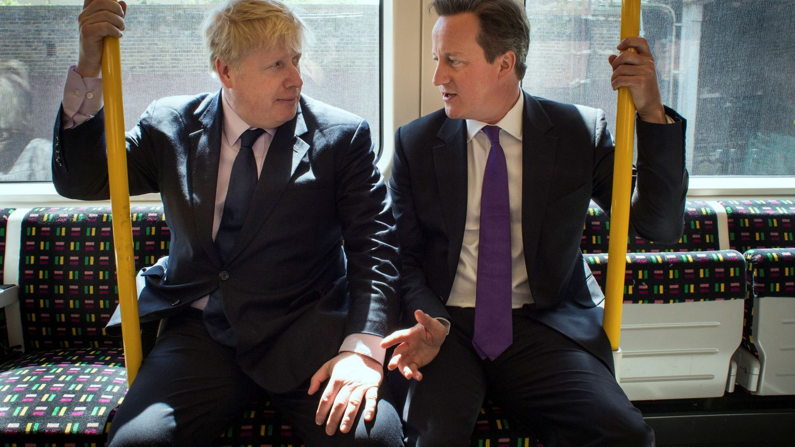 Foto: Foto de archivo de Boris Johnson, actual 'premier' británico, y David Cameron. (Reuters)