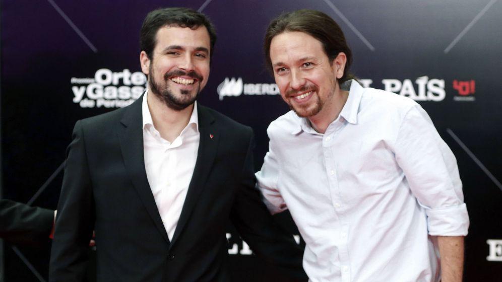 Foto: Alberto Garzón y Pablo Iglesias, este 5 de mayo en la entrega de los Premios Ortega y Gasset de Periodismo, en Madrid. (EFE)