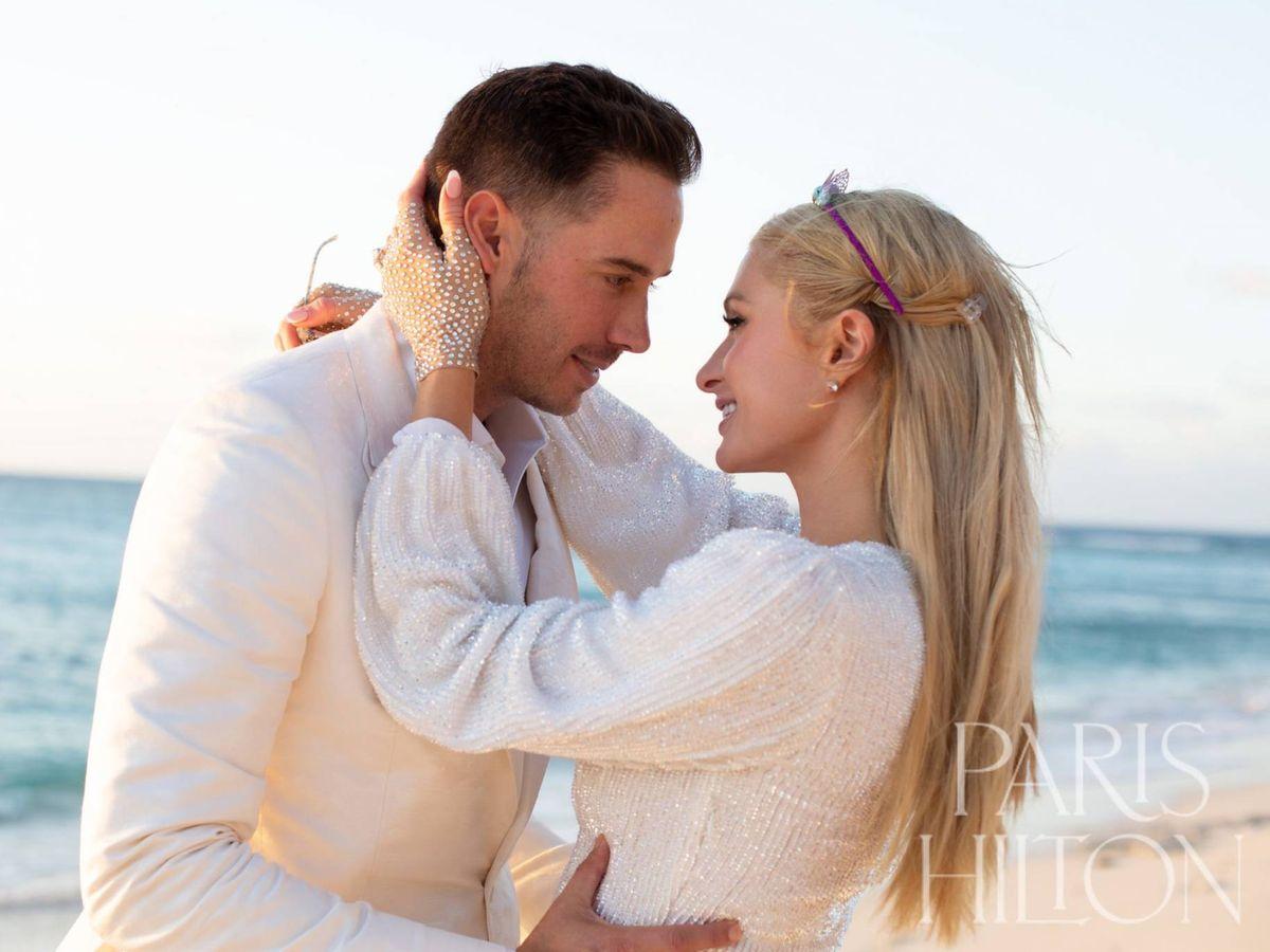 Foto: Paris Hilton y su pareja en una imagen de su pedida. (Cortesía ParisHilton.com)
