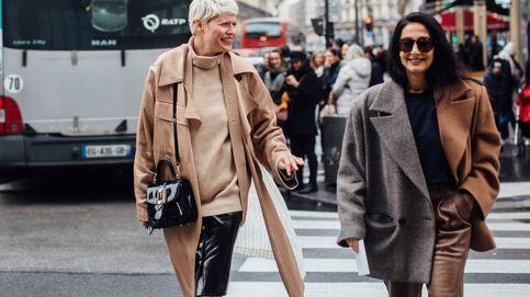 Abrigos bicolores: la prenda estrella que no paramos de ver en el street style