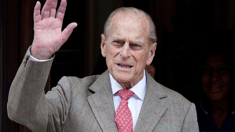 El duque de Edimburgo saludando en un acto oficial. (EFE)