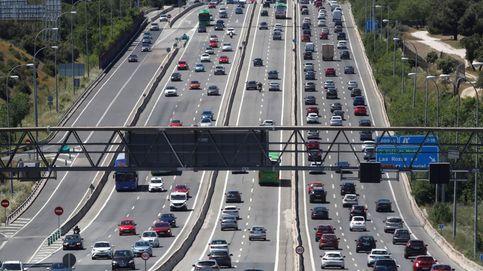 Las salidas de Madrid por carretera suben un 53% en el primer viernes sin estado de alarma