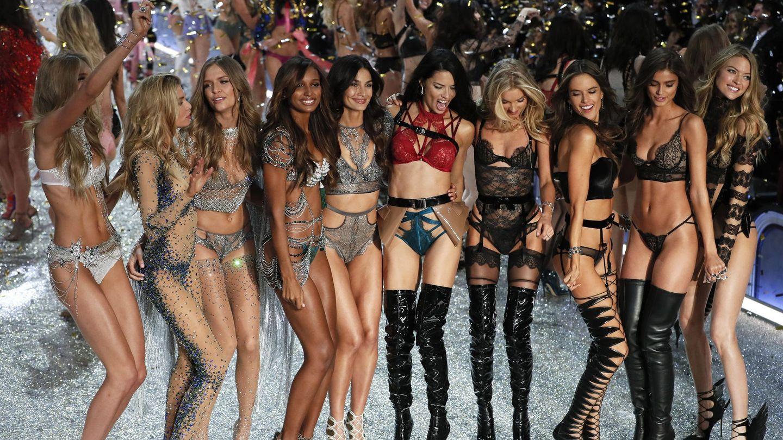 Modelos al final del desfile de Victoria's Secret de 2016. (EFE)
