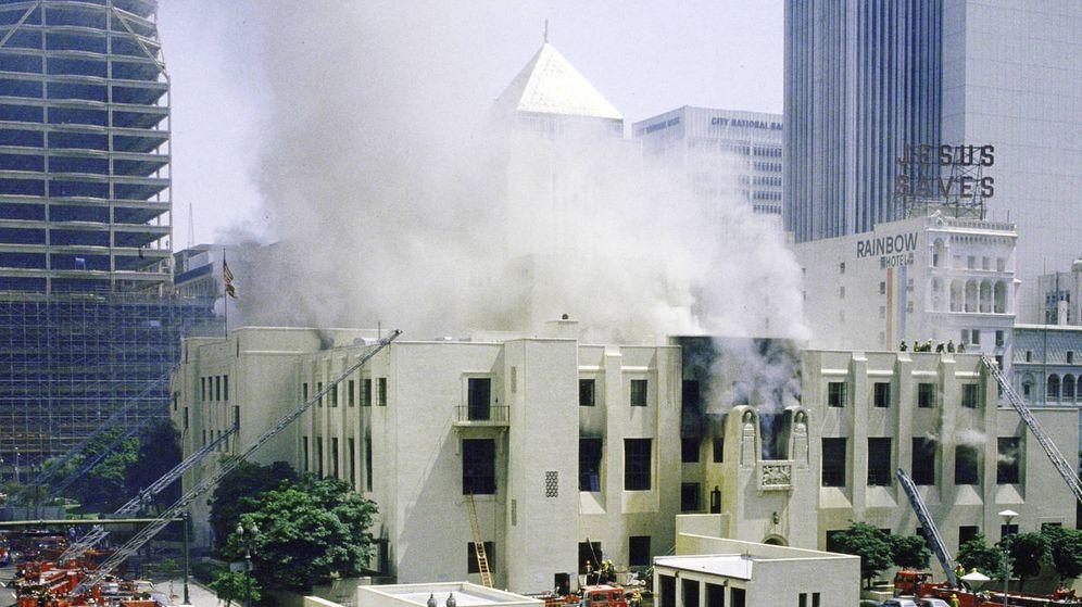 Foto: El incendio de la Biblioteca Pública de Los Ángeles en 1986
